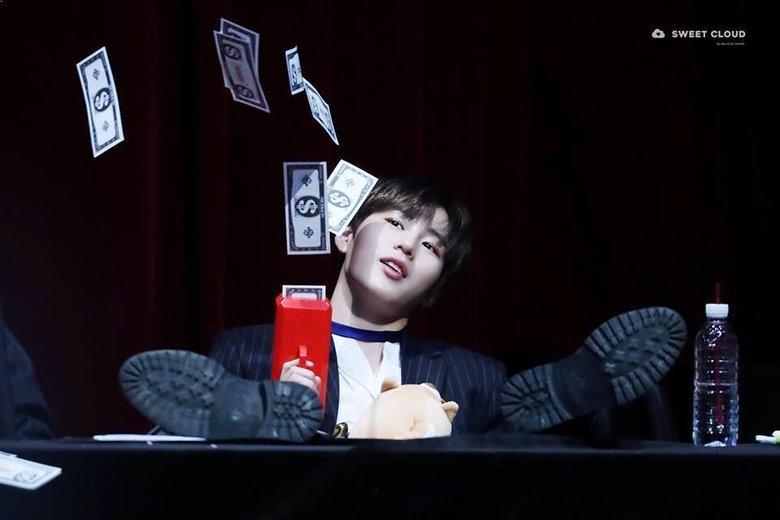 K-Pop Idols Having Fun With The Ever So Amusing Money Gun | Kpopmap