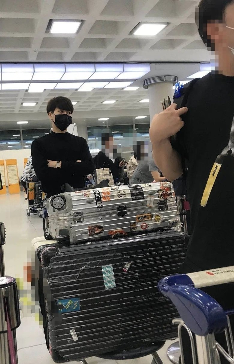 Fans Concerned About GOT7 Jackson Taking Flight Back To China