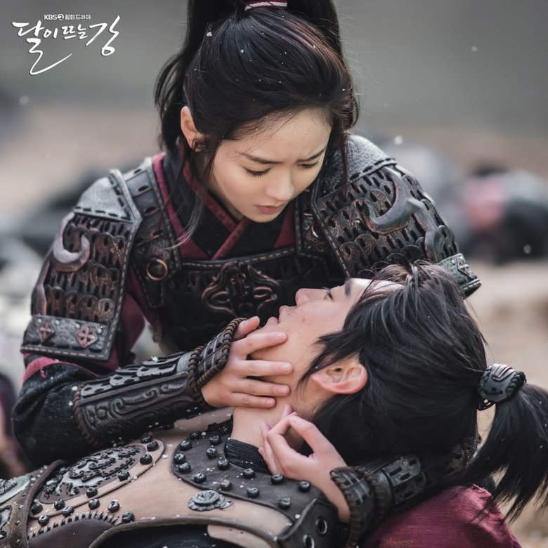 """Weekly Romance Pick: Kim SoHyun Looking For Na InWoo On The Battlefield In """"River Where The Moon Rises"""""""